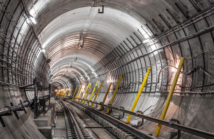 Estrattori d'aria a noleggio per i lavori di scavo di un tunnel