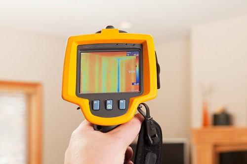 Riscaldatori per le prove di carico elettrico e l'analisi termografica di un edificio