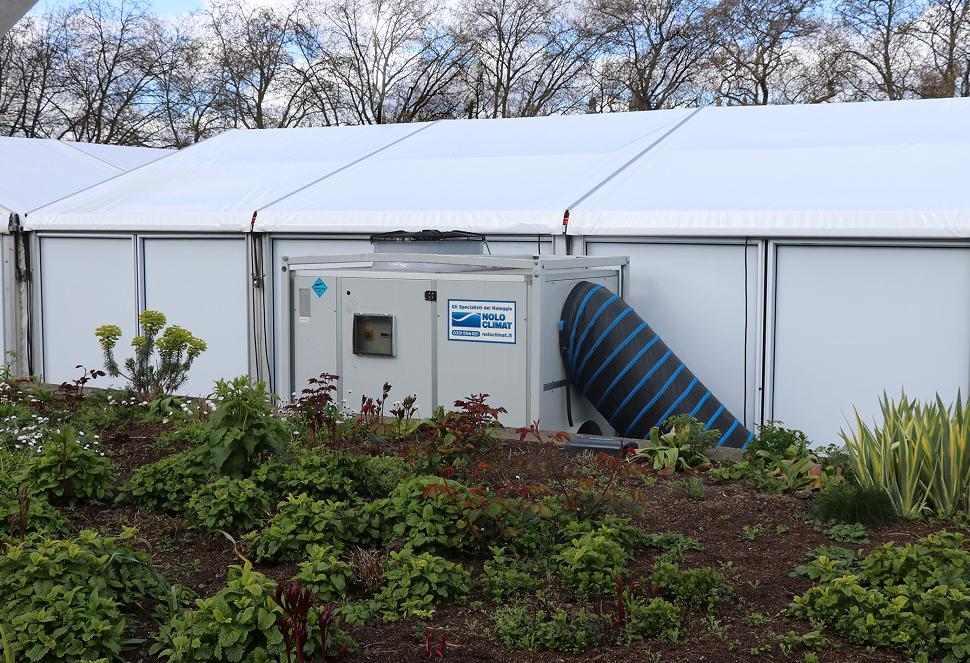 Condizionatori rooftop e ventilatori per un centro vaccinale